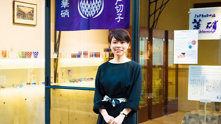 """Expanding the boundary of traditional crafts The challenges of Edo Kiriko store """"Hanashyo"""" incorporating ideas of different industries seamlessly"""
