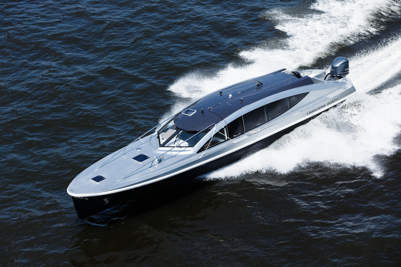 limousineboat_02